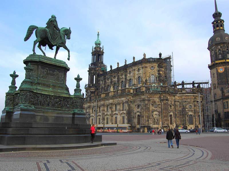 Dresden tour prague airport transport for Dresden to prague