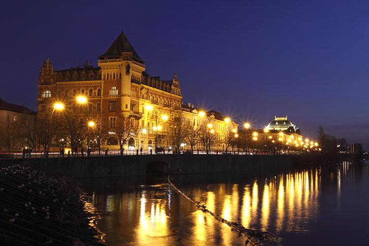 Plavba po Vltavě s večeří